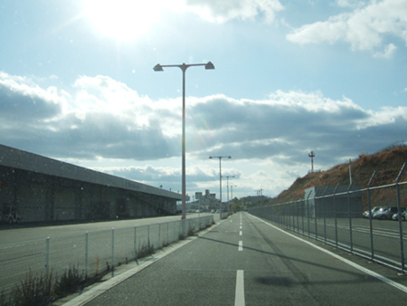 岡山空港の貨物ターミナルです。
