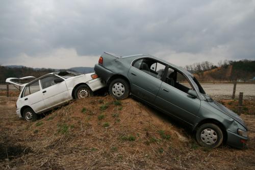 うち捨てられた車