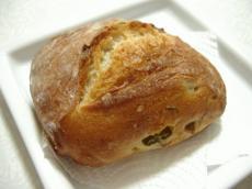 カタネベーカリー オリーブパン1