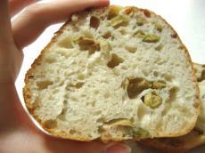 カタネベーカリー オリーブパン2