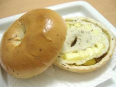 ミネリさんベーグル バジル&チーズ&ブラックペッパー2