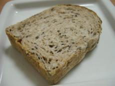 KIBIYA 食パン(ごま)1