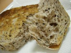KIBIYA 食パン(ごま)2