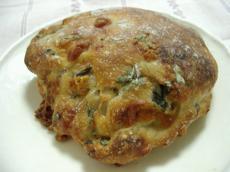 PAO 春菊とモッツレラチーズのパン2