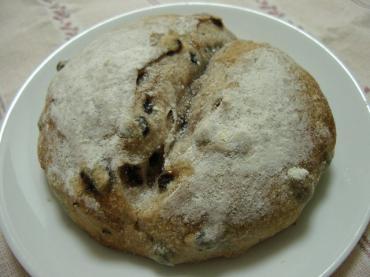 ゆきのパン屋 クルミとカレンツのパン1
