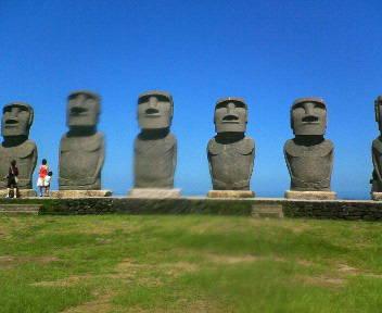 日南海岸のモアイ像