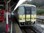 宍道駅で発車を待つ木次線のキハ120