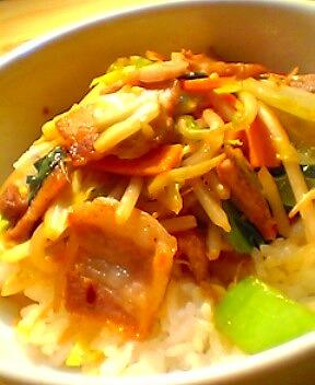 肉野菜ともやし炒め丼