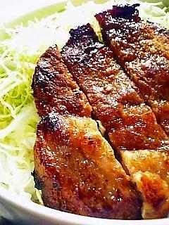 豚ロースの味噌漬け焼き丼