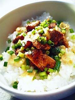 豚ロースの味噌漬け焼きと葫と葱散らし丼1-1