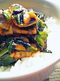 豚ばら肉とにらのピリ辛炒め丼1-2