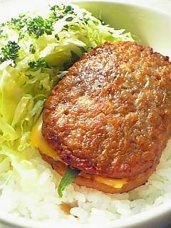マルシンハンバーグにシソとチーズを入れちゃった丼1-1