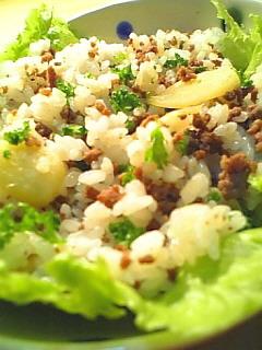 挽き肉とガーリックの混ぜご飯1-1