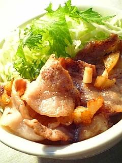 ガーリックと豚ばら肉焼きの丼1-2
