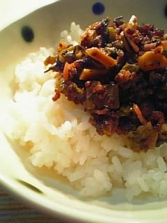 挽き肉と高菜の中華風炒めで丼1-2