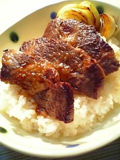 牛カルビ焼肉丼1-2