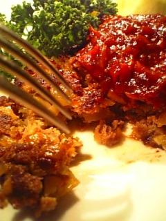 ほぐれるハンバーグでご飯を食べる1-2