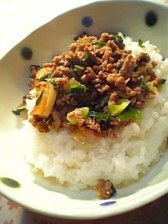 餃子の具の残りで中華炒め丼1-2