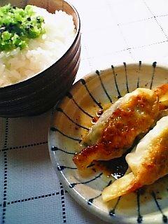 餃子でご飯を食べる1-9