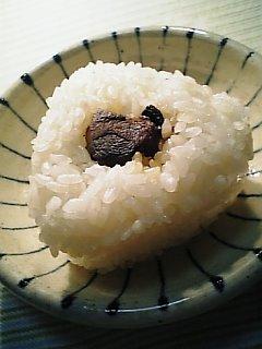 鰹の角煮の葫バター醤油炒めで握り飯を…