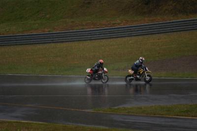 雨の中をひたすら走るGT