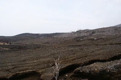 火山性ガスで草も生えることが出来ないのです