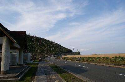 島の東側、三池地区の道路