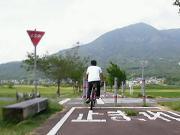 筑波山間近、りんりんロードのベンチ