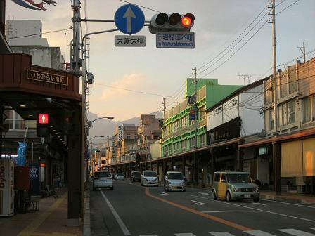 佐久市の中心地、岩村田本町の夕景