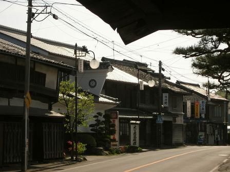 塩名田宿中宿の町並み