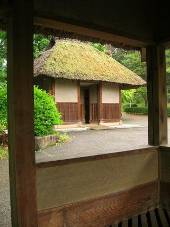 笠取峠松並木の休憩所