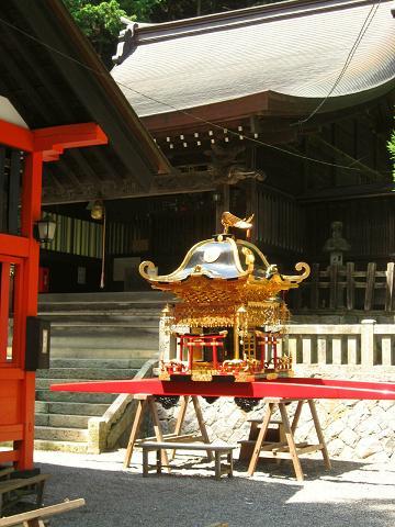 鎮神社と神輿