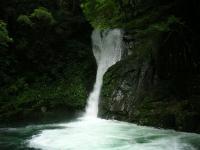 台風一過の布曳滝