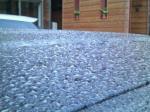 車の屋根は凍ってる
