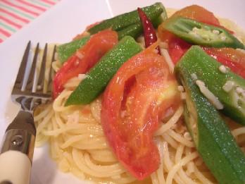 トマトとオクラのぺペロンチーノ