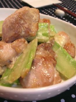 鶏肉とブロッコリーの茎のマヨ醤油炒め