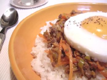 にんじんのドライマーボー卵のっけご飯