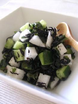 大根と海藻のシンプルサラダ