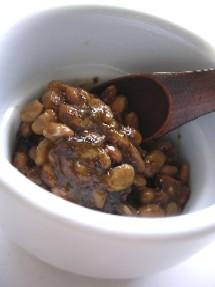 納豆とのりの佃煮をよぉ~く混ぜあわせます