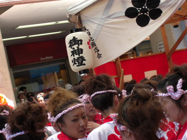 gals_parade_18.jpg