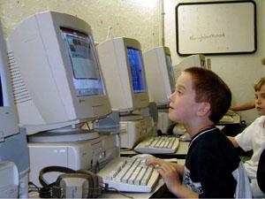 コンピュータの子どもの目に与えるストレス